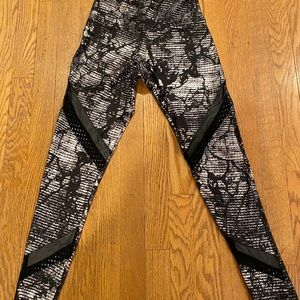 NWOT-ONZIE YOGA LEGGINGS WITH MESH CUT OUTS